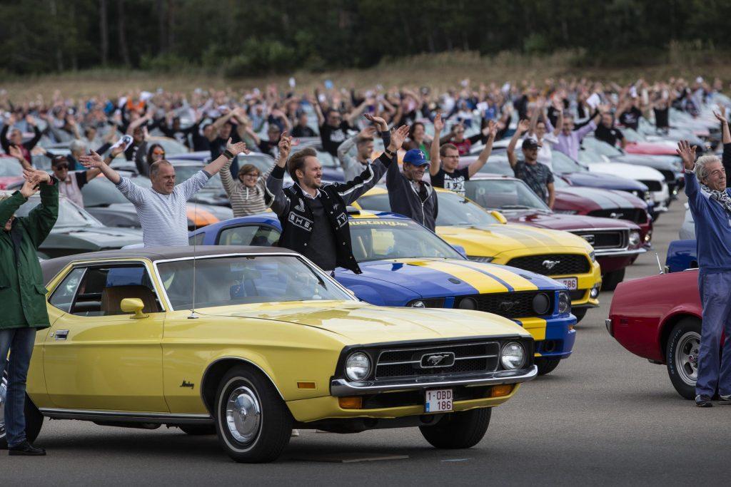 record Ford Mustang_Motoreto