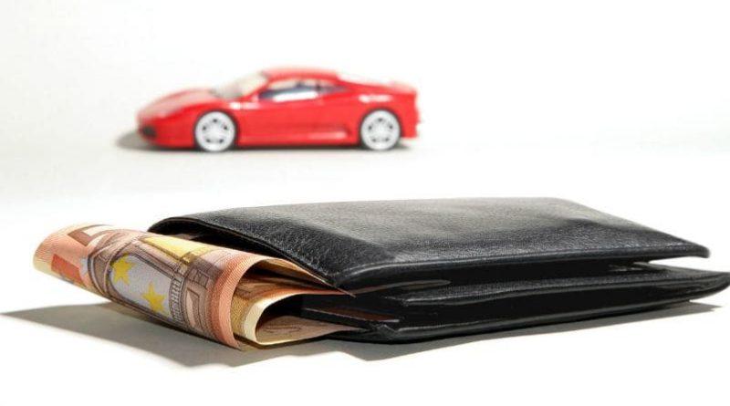 cuánto gastar en comprar un coche